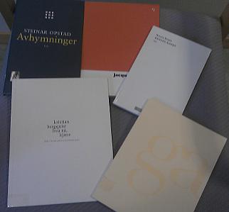Et knippe diktsamlinger med kjedelige framsider...