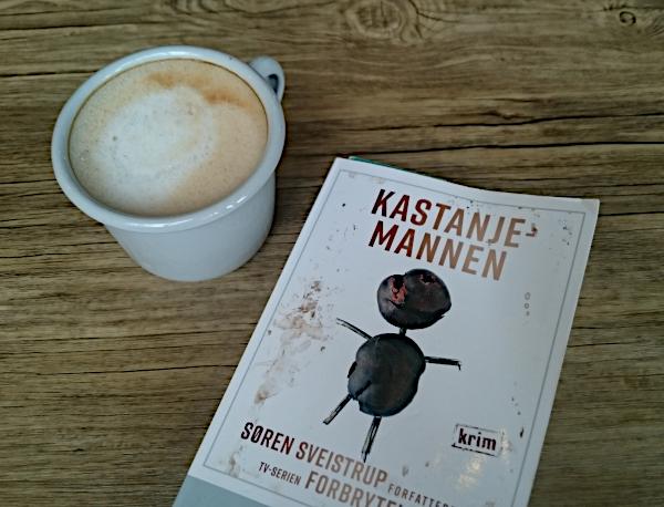 Kastanjemannen av Søren Sveistrup og kaffe latte med havremelk. Foto: Av en annen verden © 2019