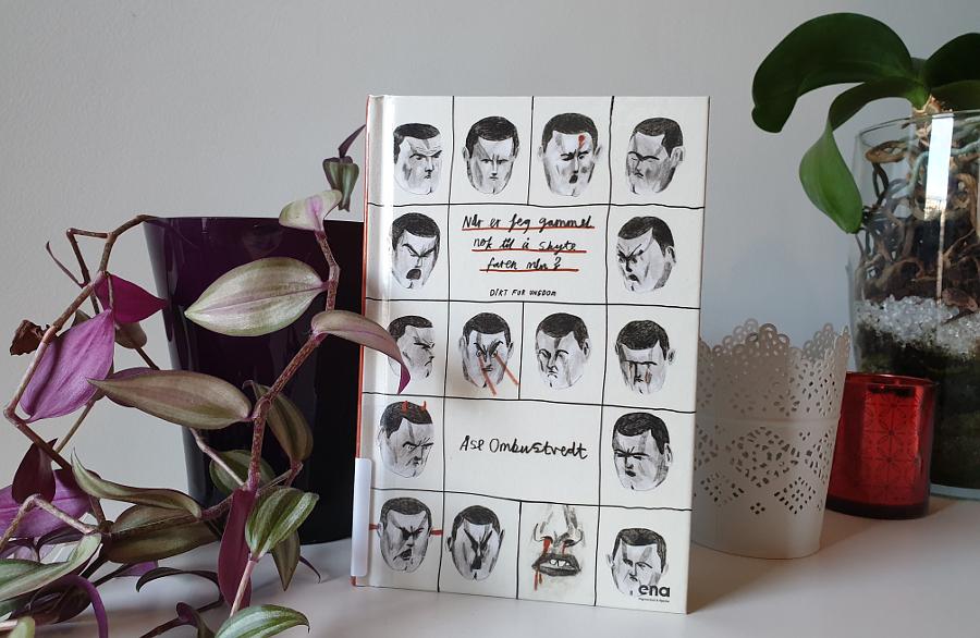 Boka Når er jeg gammel nok til å skyte faren min? foran potteplanter. Foto: Av en annen verden © 2020